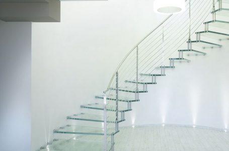 Treptele si scarile din sticla securizata sunt solutia moderna pentru un design interior de cinci stele