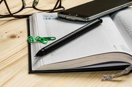 Un cadou util de birotică: agenda personalizată
